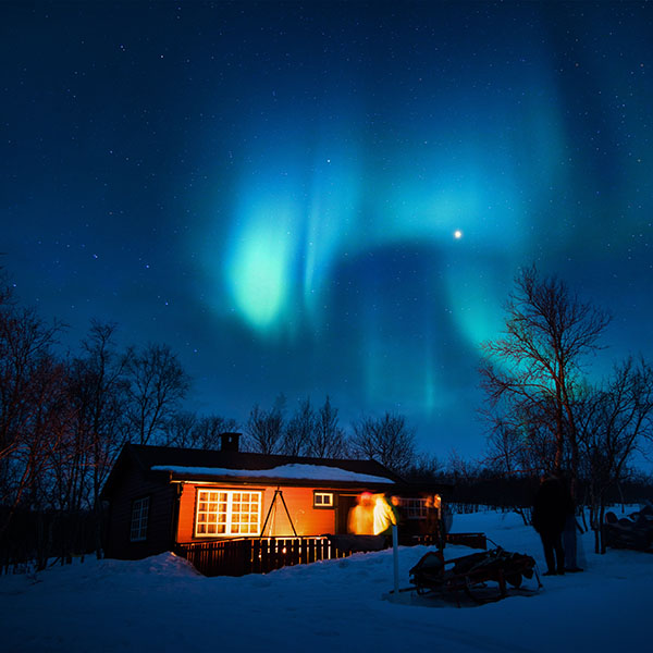 iPapers.co-Apple-iPhone-iPad-Macbook-iMac-wallpaper-nl51-aurora-canada-house-night-winter-mountain-sky-wallpaper