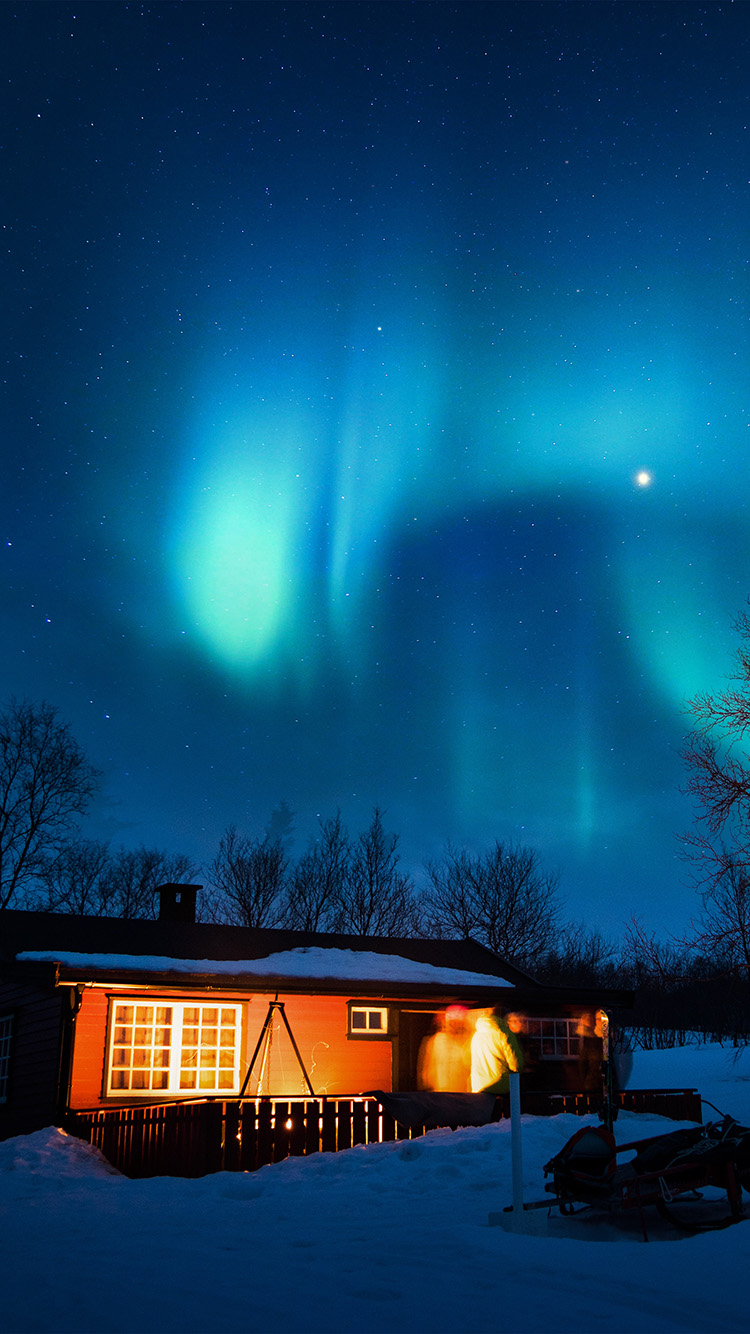 iPhone6papers.co-Apple-iPhone-6-iphone6-plus-wallpaper-nl51-aurora-canada-house-night-winter-mountain-sky