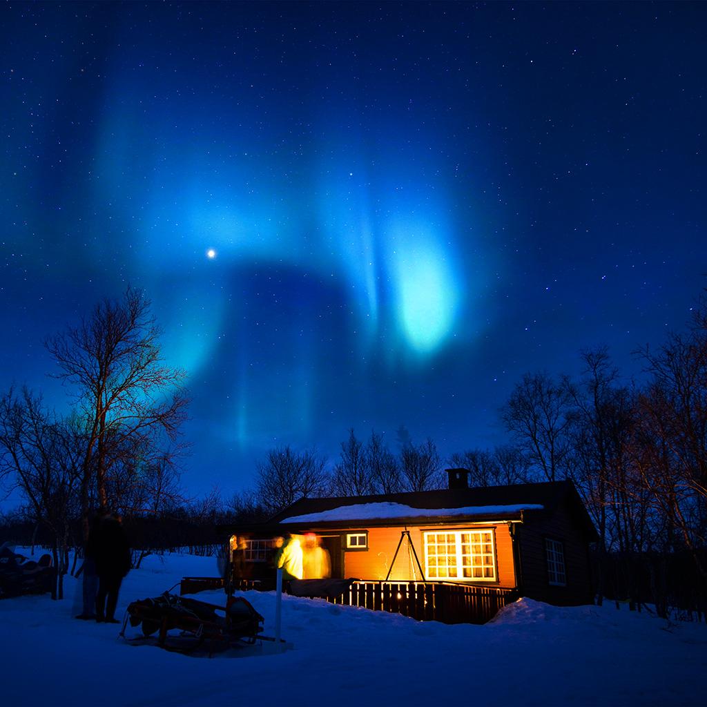 Computer Wallpaper Canada: Nl52-aurora-canada-house-night-winter-mountain-sky-blue