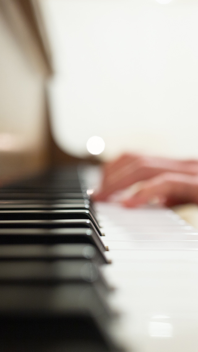 freeios8.com-iphone-4-5-6-plus-ipad-ios8-nm18-bokeh-piano-hand-life