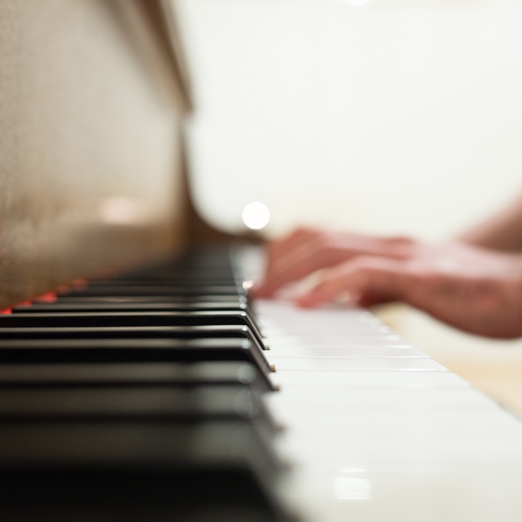 wallpaper-nm18-bokeh-piano-hand-life-wallpaper