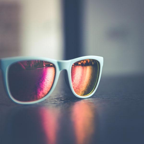 iPapers.co-Apple-iPhone-iPad-Macbook-iMac-wallpaper-nm94-glasses-sun-minimal-bokeh-wallpaper
