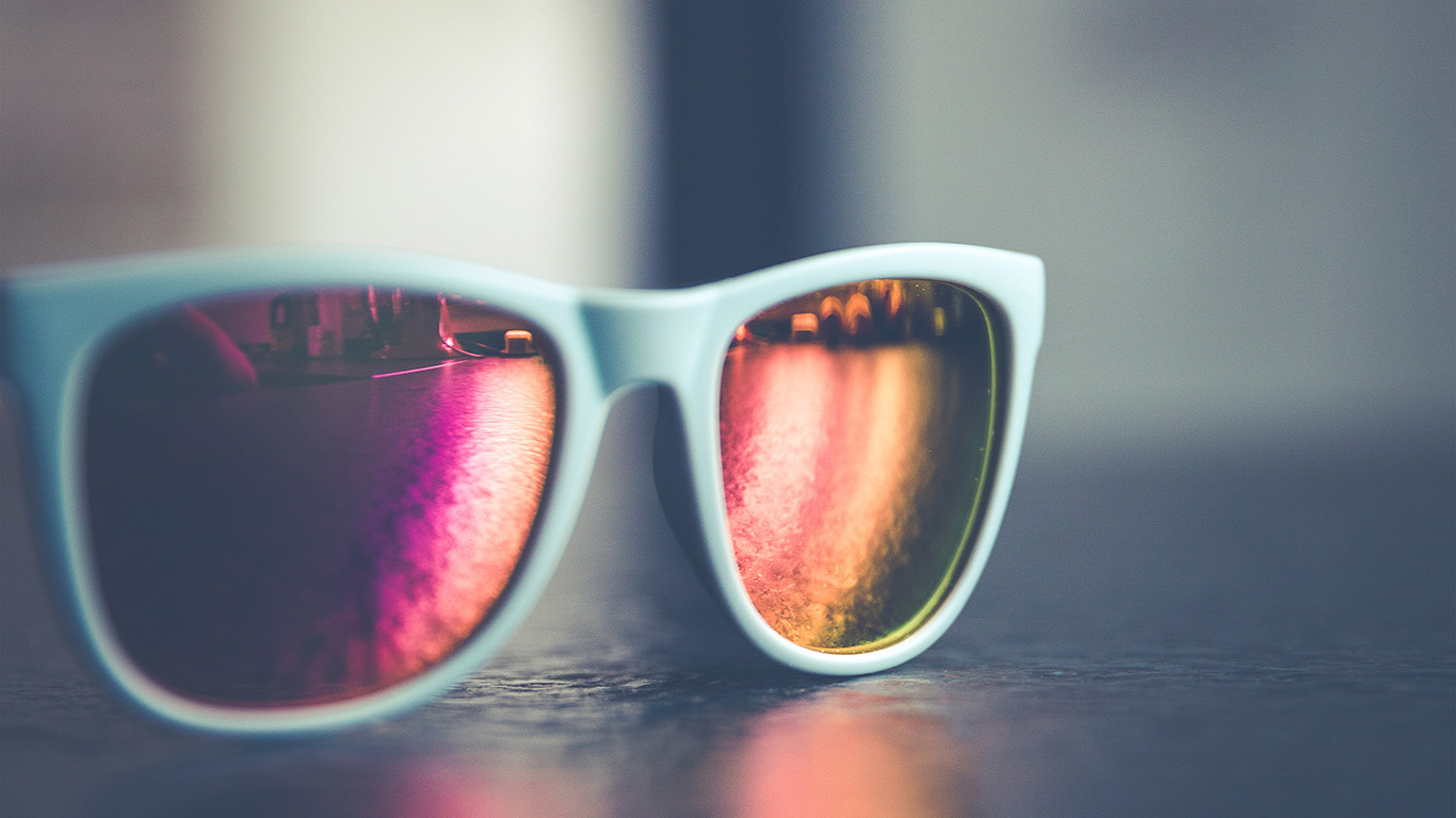 desktop-wallpaper-laptop-mac-macbook-air-nm94-glasses-sun-minimal-bokeh-wallpaper