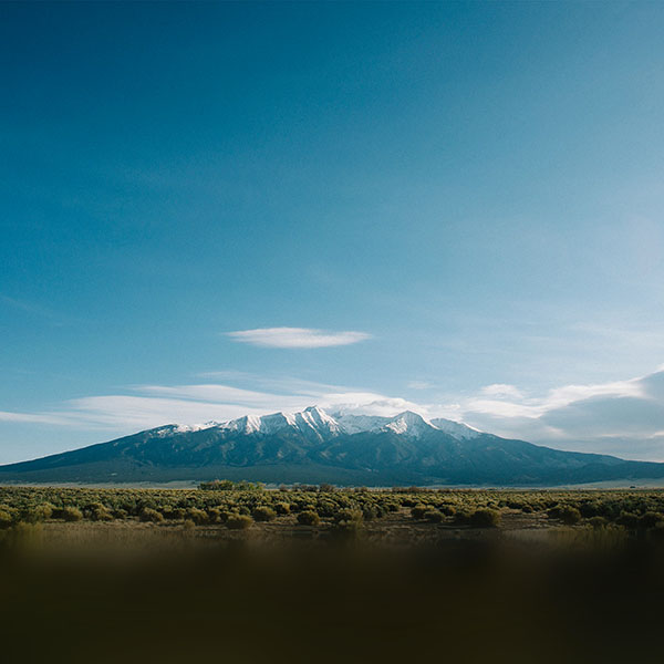 iPapers.co-Apple-iPhone-iPad-Macbook-iMac-wallpaper-nn08-summer-mountain-sky-blue-cloud-wallpaper