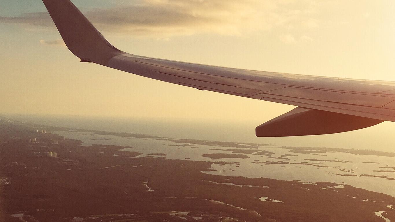 desktop-wallpaper-laptop-mac-macbook-air-nn14-fly-airplane-sky-sunset-city-wallpaper