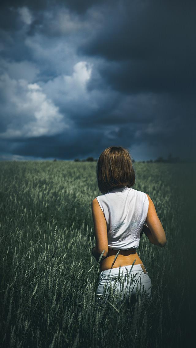 nn71-girl-green-field-nature-wallpaper
