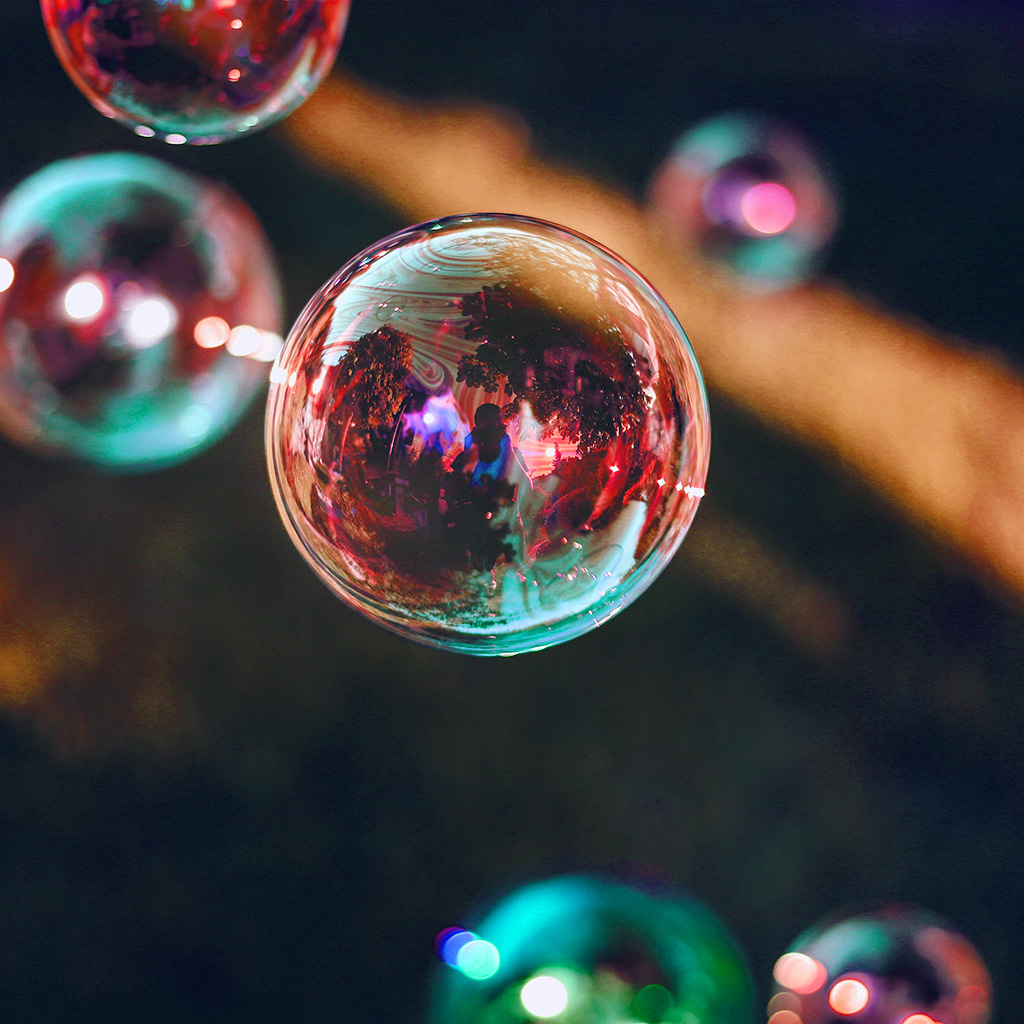 wallpaper-nn87-bubble-summer-day-red-bokeh-dark-wallpaper