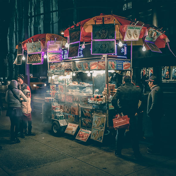 iPapers.co-Apple-iPhone-iPad-Macbook-iMac-wallpaper-no00-food-truck-hotdog-night-city-wallpaper