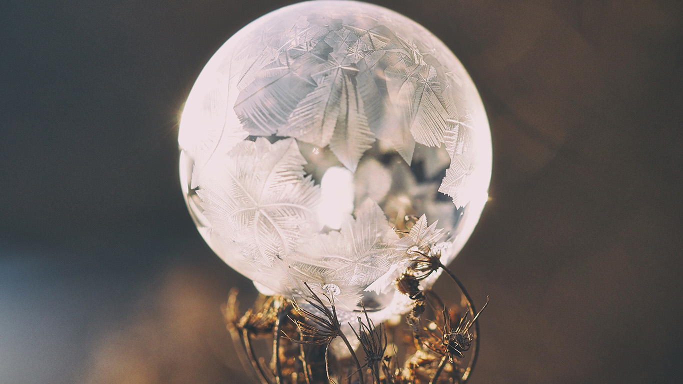 desktop-wallpaper-laptop-mac-macbook-air-no85-winter-cold-frozen-bubble-bokeh-nature-wallpaper