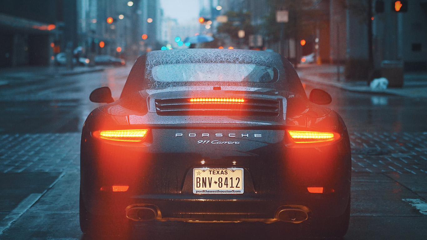 desktop-wallpaper-laptop-mac-macbook-air-np26-car-porche-street-city-nature-wallpaper