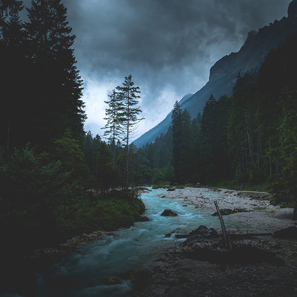 iPapers.co-Apple-iPhone-iPad-Macbook-iMac-wallpaper-np31-mountain-wood-night-dark-river-nature-wallpaper
