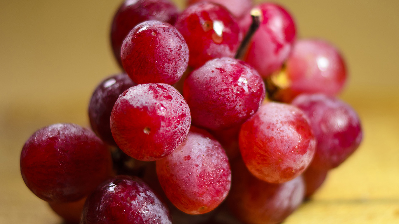 desktop-wallpaper-laptop-mac-macbook-air-np80-grape-fruit-red-nature-wallpaper