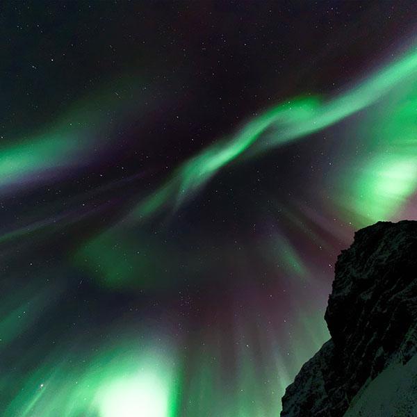 iPapers.co-Apple-iPhone-iPad-Macbook-iMac-wallpaper-nr06-aurora-sky-night-star-green-nature-wallpaper