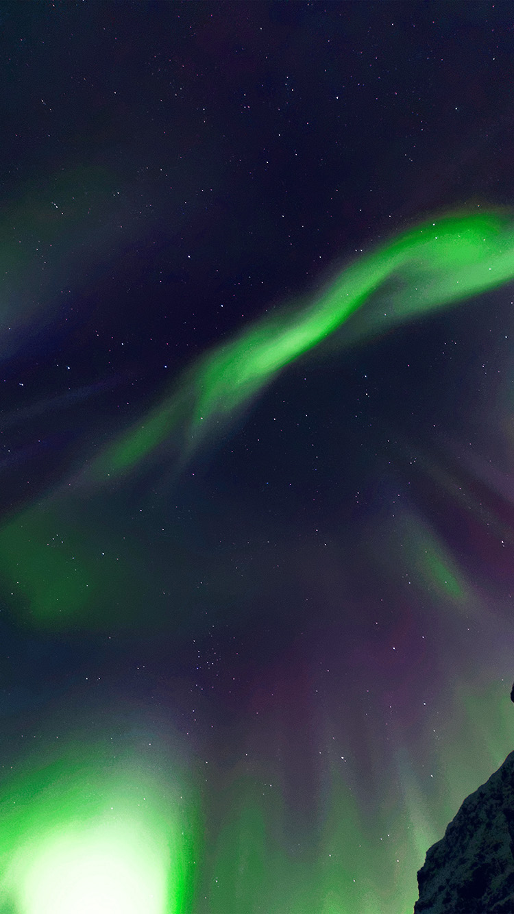 iPhone7papers.com-Apple-iPhone7-iphone7plus-wallpaper-nr07-aurora-sky-night-star-green-nature-green