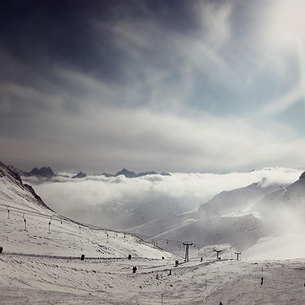 iPapers.co-Apple-iPhone-iPad-Macbook-iMac-wallpaper-nr44-ski-winter-fun-cold-snow-nature-wallpaper
