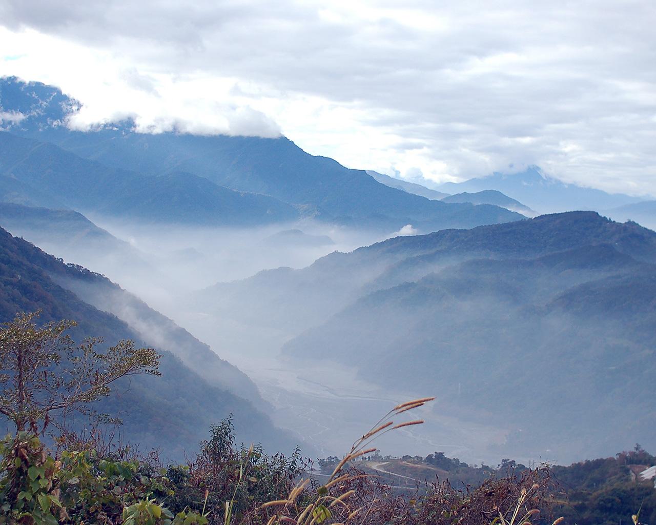 nr55-cloudy-mountain-nature-wallpaper