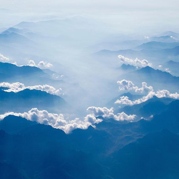 iPapers.co-Apple-iPhone-iPad-Macbook-iMac-wallpaper-ns11-sky-cloud-blue-fly-nature-wallpaper
