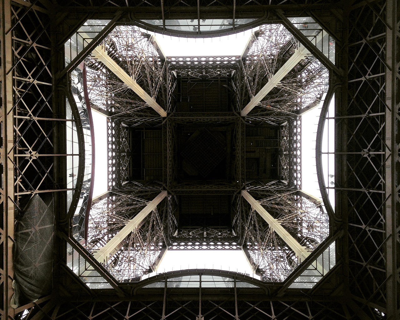 nt16-eiffel-tower-bottom-nature-paris-wallpaper