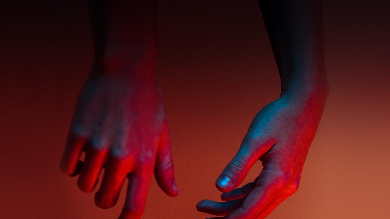desktop-wallpaper-laptop-mac-macbook-air-nu29-hand-red-dark-nature-wallpaper