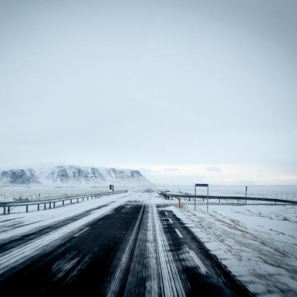 iPapers.co-Apple-iPhone-iPad-Macbook-iMac-wallpaper-nv22-winter-road-street-mountain-nature-wallpaper
