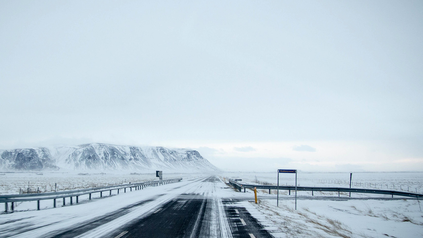 desktop-wallpaper-laptop-mac-macbook-air-nv22-winter-road-street-mountain-nature-wallpaper