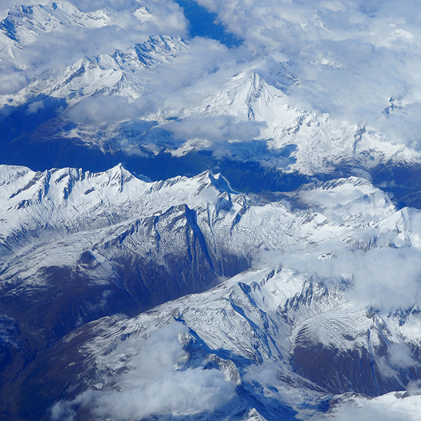 iPapers.co-Apple-iPhone-iPad-Macbook-iMac-wallpaper-nw19-mountain-blue-sky-snow-winter-nature-wallpaper