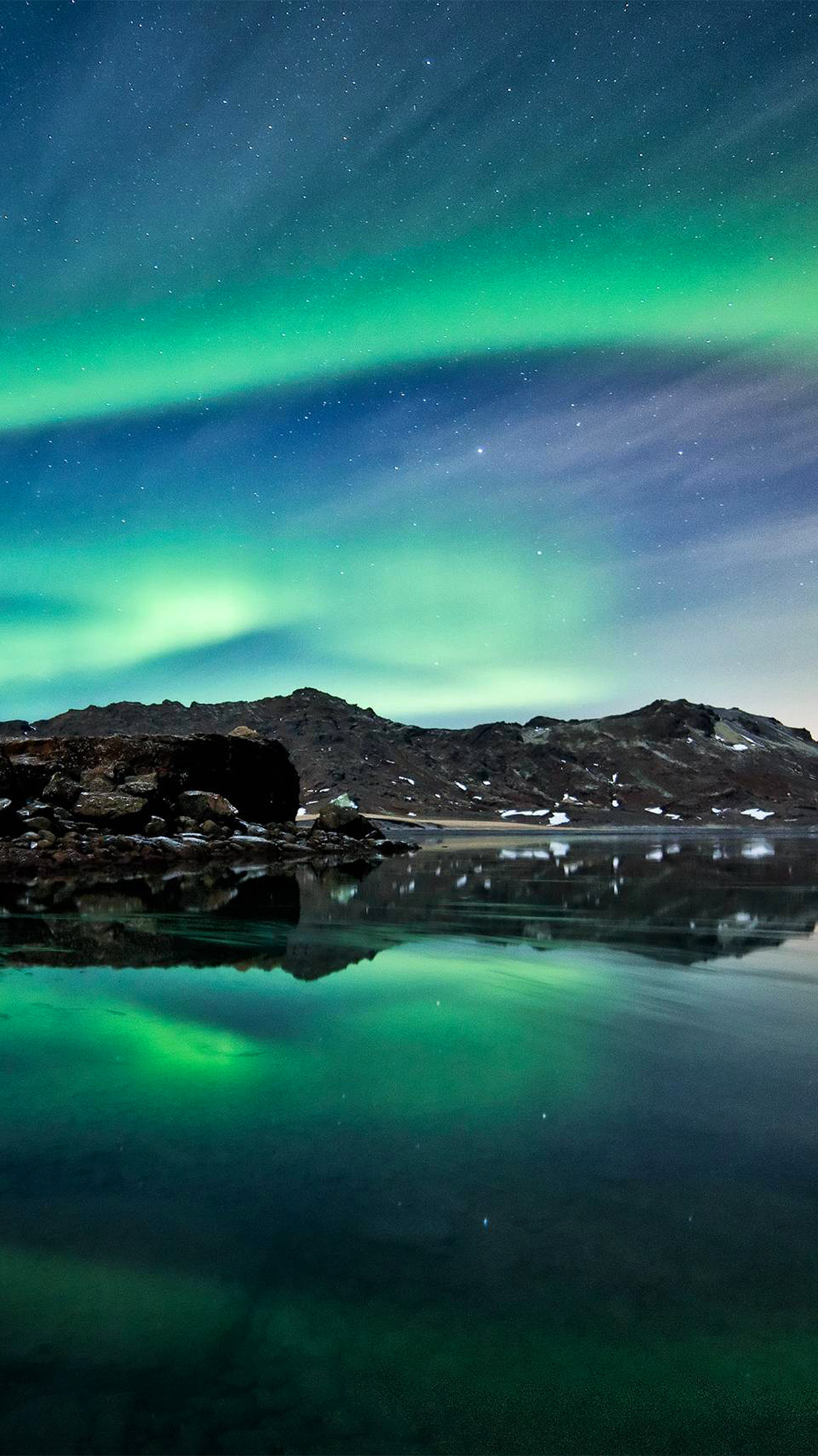 nw73-sea-night-aurora-space-nature-wallpaper