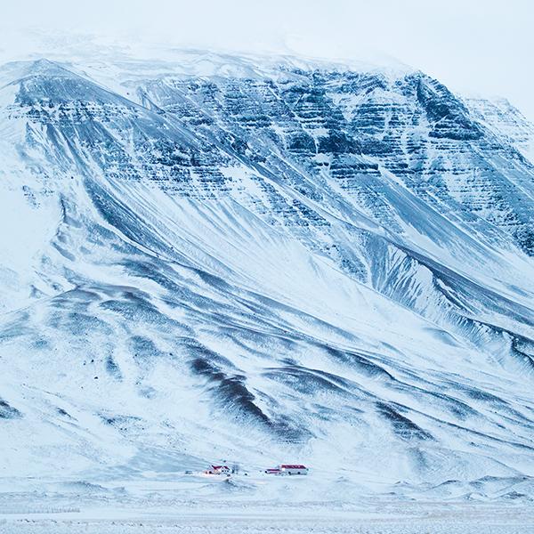 iPapers.co-Apple-iPhone-iPad-Macbook-iMac-wallpaper-nx85-mountain-snow-blue-winter-nature-wallpaper