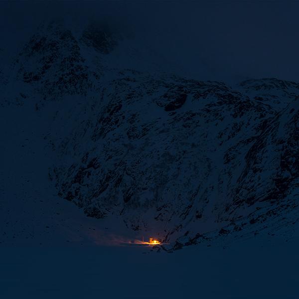 iPapers.co-Apple-iPhone-iPad-Macbook-iMac-wallpaper-ny05-mountain-night-light-snow-winter-nature-wallpaper