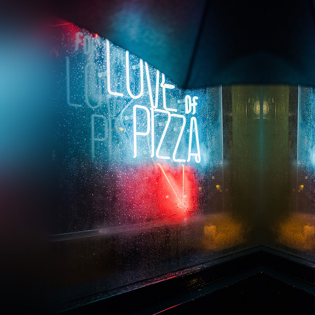 wallpaper-nz28-love-of-pizza-bar-night-city-nature-wallpaper