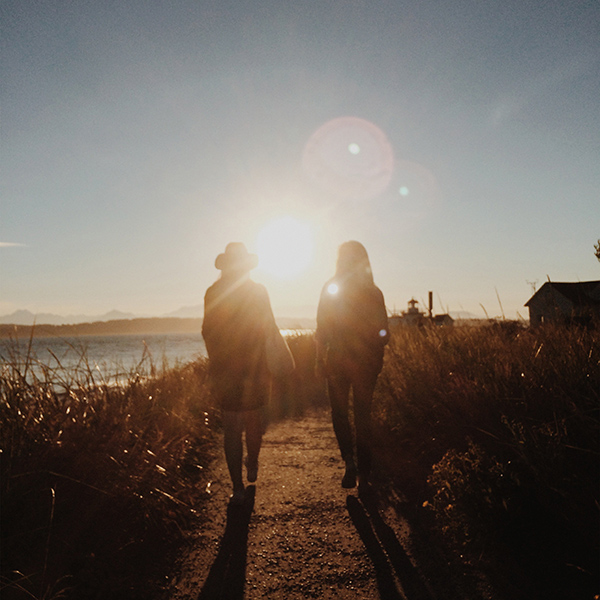 iPapers.co-Apple-iPhone-iPad-Macbook-iMac-wallpaper-nz46-couple-walking-sunset-nature-wallpaper