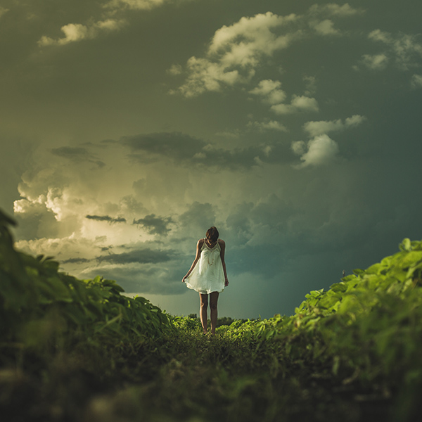 iPapers.co-Apple-iPhone-iPad-Macbook-iMac-wallpaper-nz86-field-girl-cloud-summer-dress-nature-wallpaper