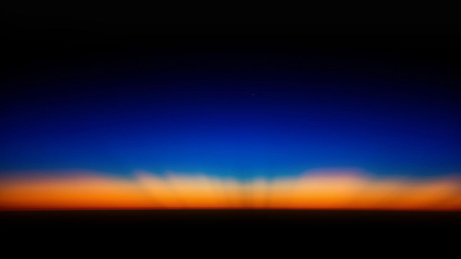sk35-sunset-dark-red-blue-horizontal-blur-gradation-wallpaper