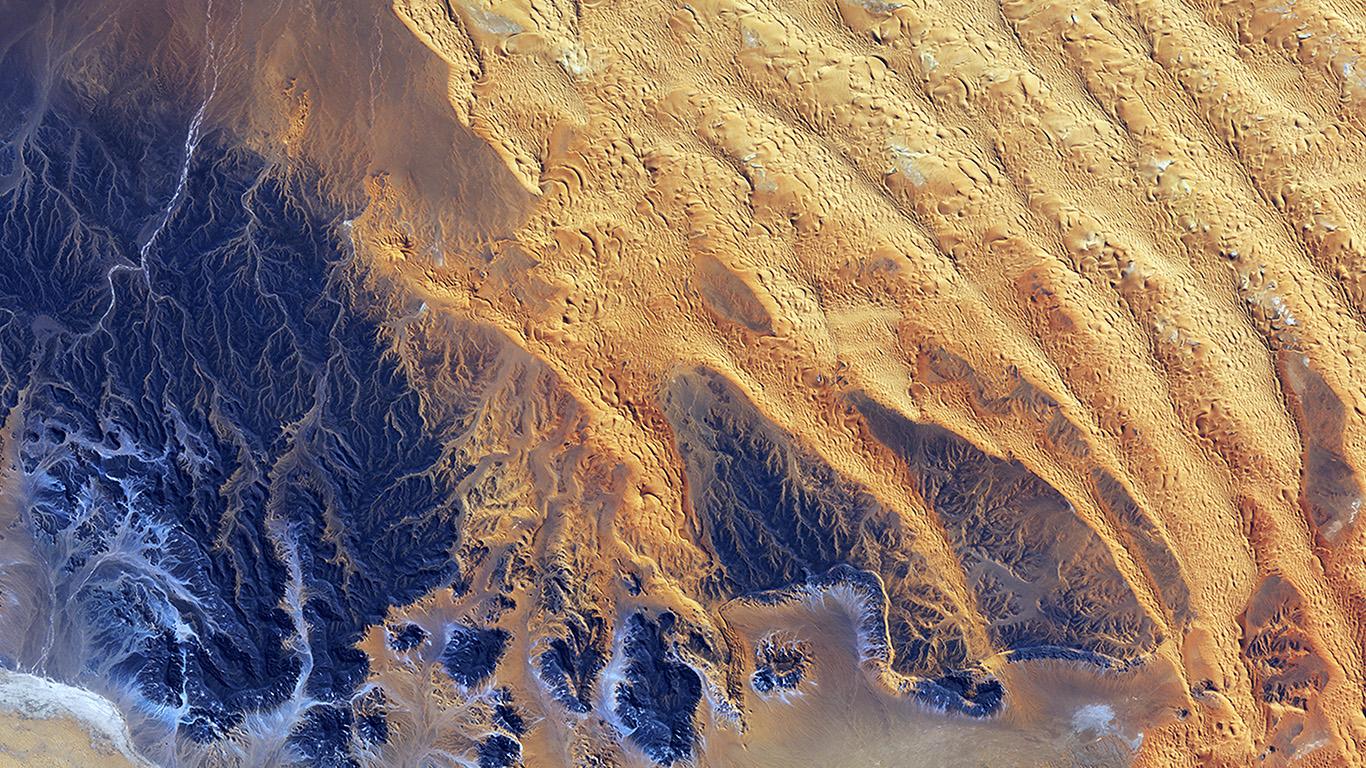 desktop-wallpaper-laptop-mac-macbook-air-vq67-sahara-desert-earthview-yellow-blue-pattern-nature-wallpaper