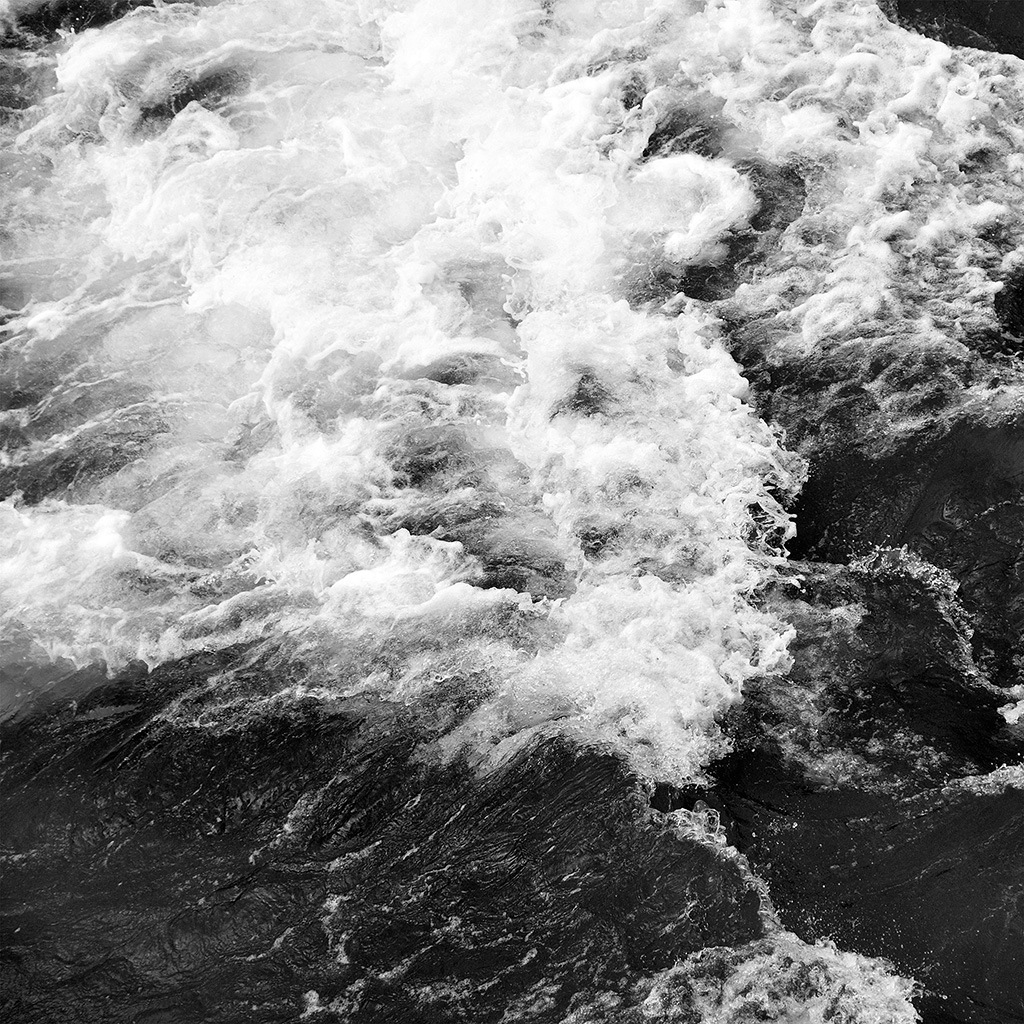 wallpaper-vt73-water-sea-texture-wave-nature-pattern-bw-dark-wallpaper